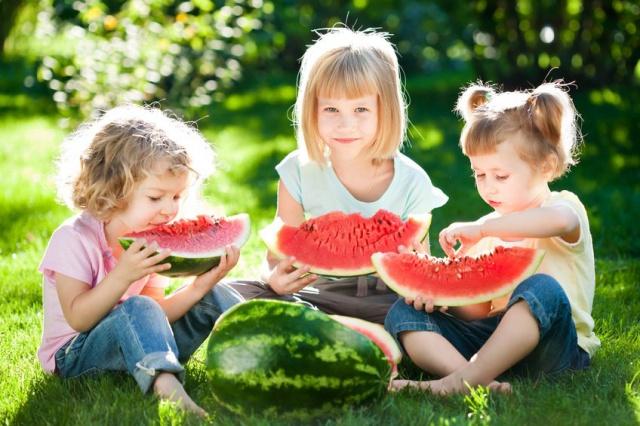 Один или много детей – что удобнее для мамы и полезнее для них?